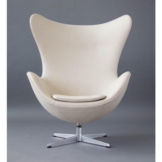 Arne Jacobsen Egg Chair & Ottoman - Image 5 of 11