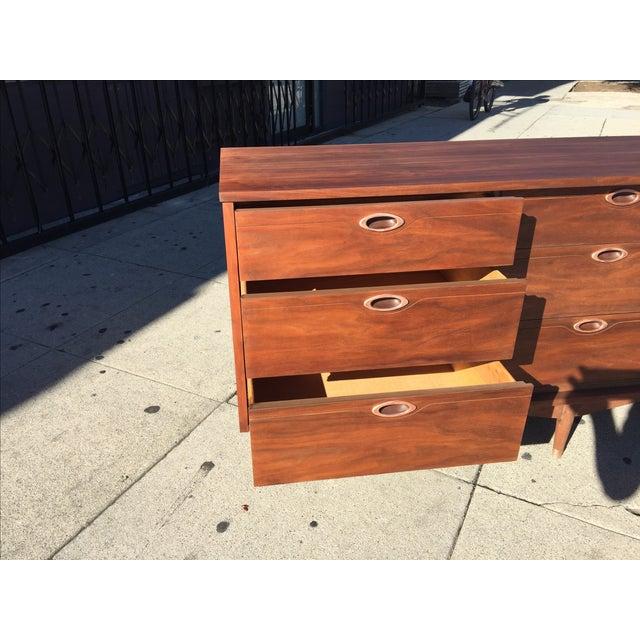 Mid-century Modern 9 Drawer Dresser by Hooker Mainline - Image 6 of 8