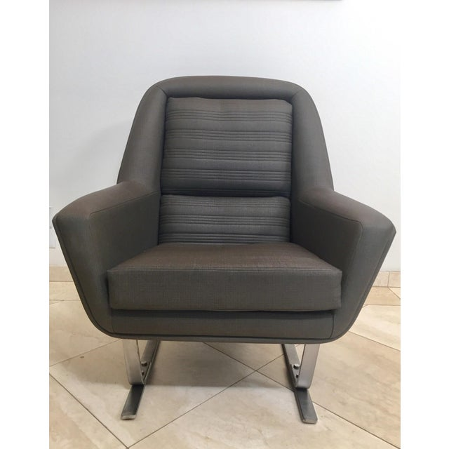 Rare and stunning pair of club lounge chairs, Augusto Bozzi, Saporiti. These cantilever armchairs are typical for the...
