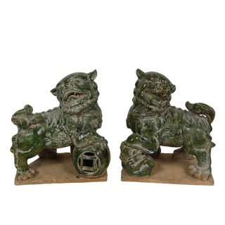Early 20th Century Antique Chinese Porcelain Foo Dog Figurines - A Pair For Sale