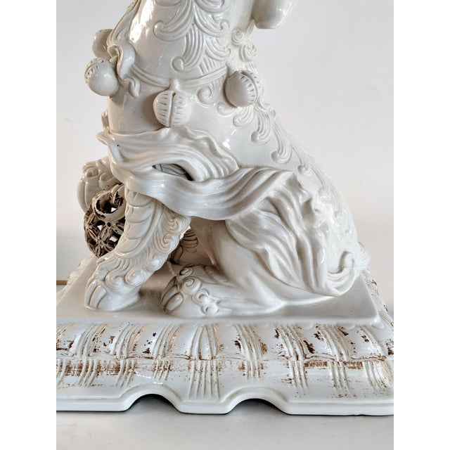 Asian Ceramic Foo Dog Table Lamp For Sale - Image 11 of 13