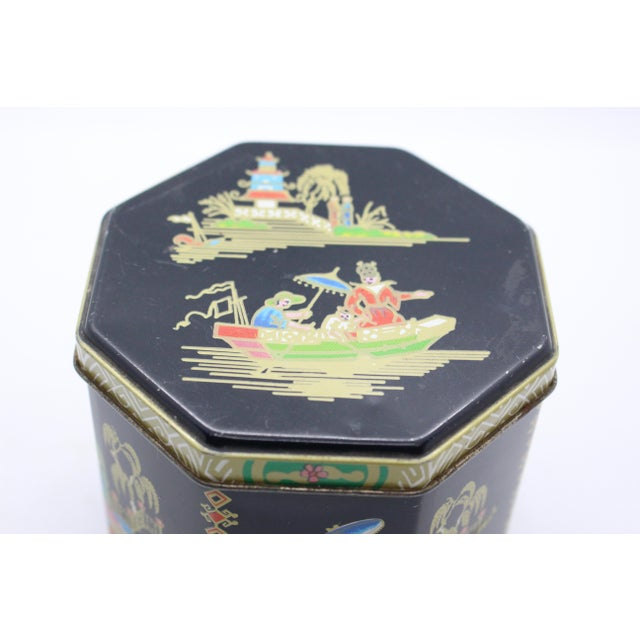 1990s Tin Box Company Chinoiserie Pictorial Box For Sale In Los Angeles - Image 6 of 8