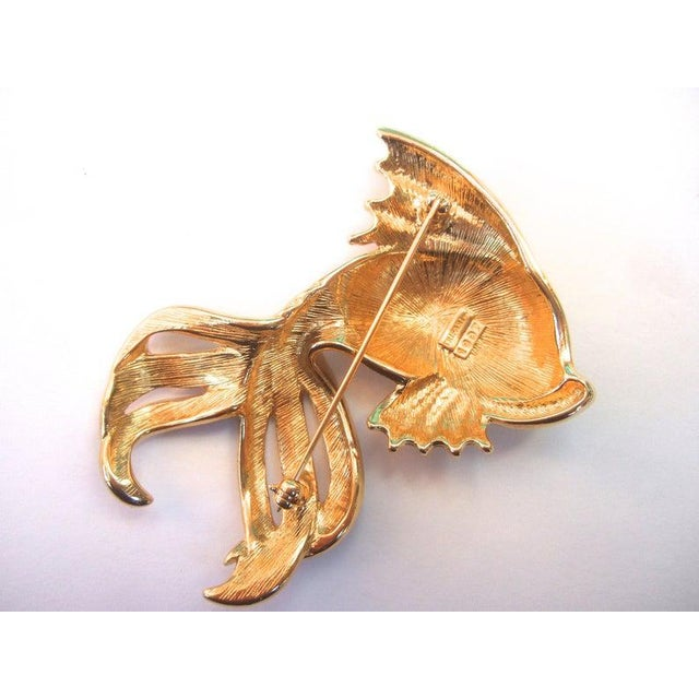 Trifari Opulent Jeweled Enamel Gilt Metal Fish Brooch C 1980s For Sale - Image 6 of 7