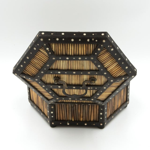 Black Pair of Ebony and Porcupine Quill Hexagonal Boxes, Ceylon, Circa 1880 For Sale - Image 8 of 10