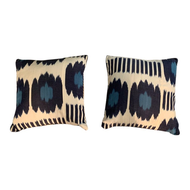 Contemporary Madeline Weinrib 18x18 Blue Collins Pillows - a Pair For Sale