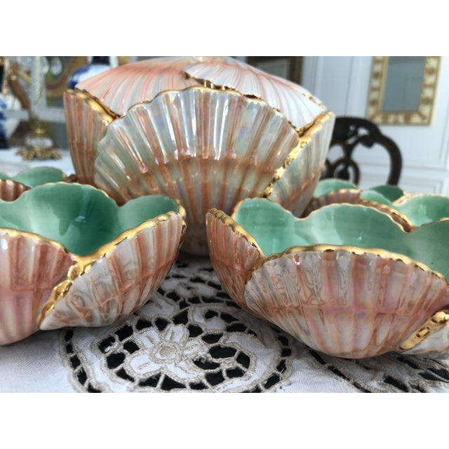 1940s Art Nouveau Aleluia Aveiro Portugal 8-Piece Coral Faience Table Set For Sale - Image 4 of 13