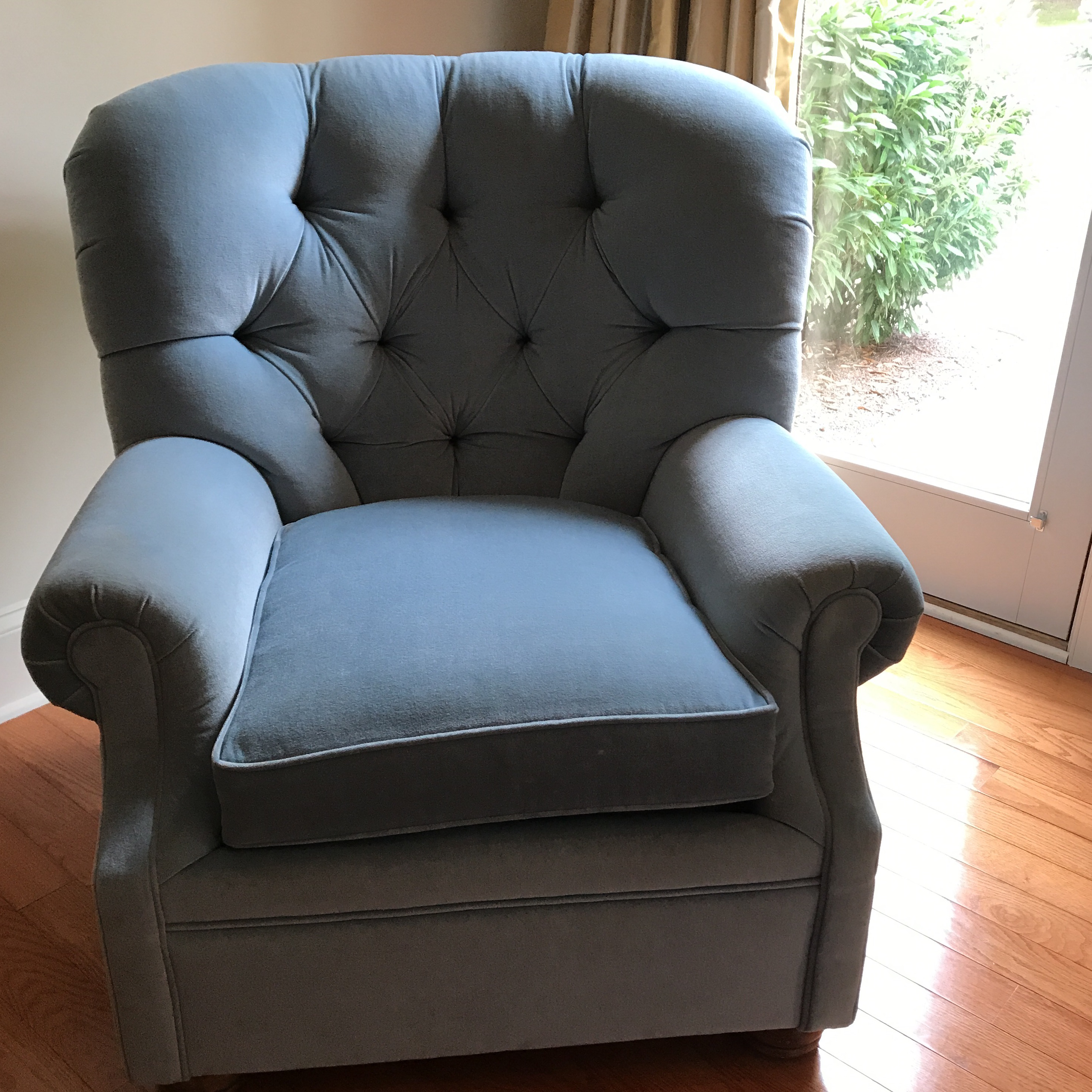Blue Velvet Tufted Armchair For Sale. This Is An Extremely Comfortable Chair  Itu0027s So Soft And Well Made