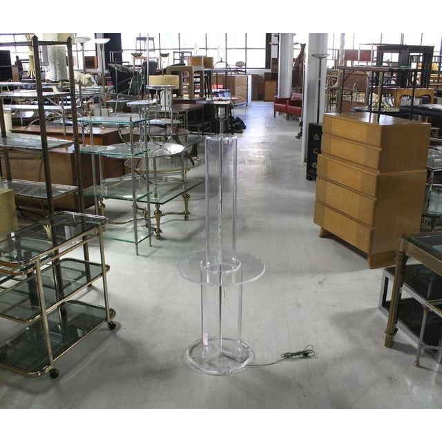 Lucite Mid-Century Modern Lucite Floor Lamp with Round Built In Table For Sale - Image 7 of 9