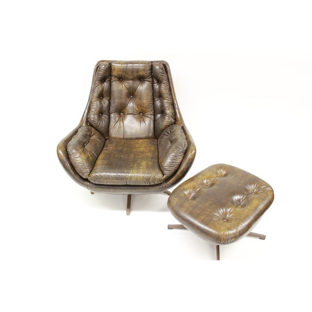 Vinyl Mid Century Modern Carter Lounge Chair and Ottoman For Sale - Image 7 of 13