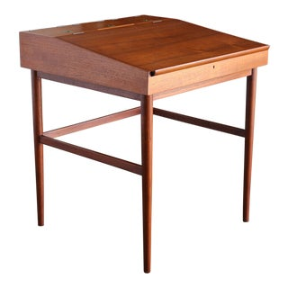 Finn Juhl Nv-40 Desk for Niels Vodder, Circa 1950 For Sale