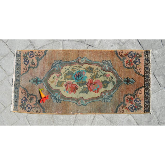 Vintage pale green background color yastik rug perfect for a small guest bath or in front of the kitchen sink Dimensions:...