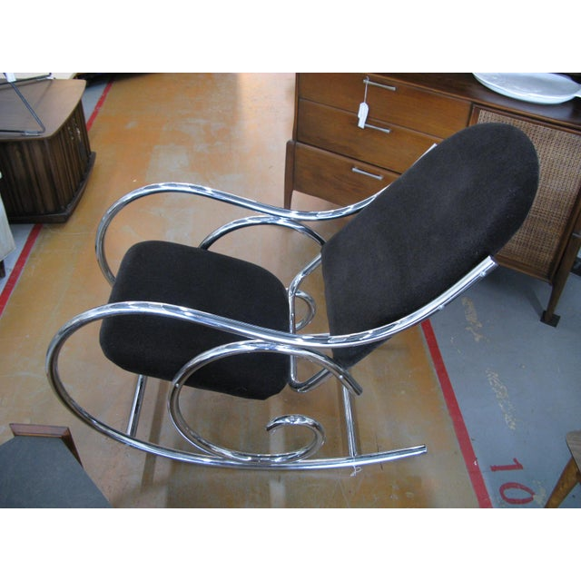 1970s Mid-Centuru Modern Curvaceous Upholstered Chrome Rocking Chair - Image 4 of 10
