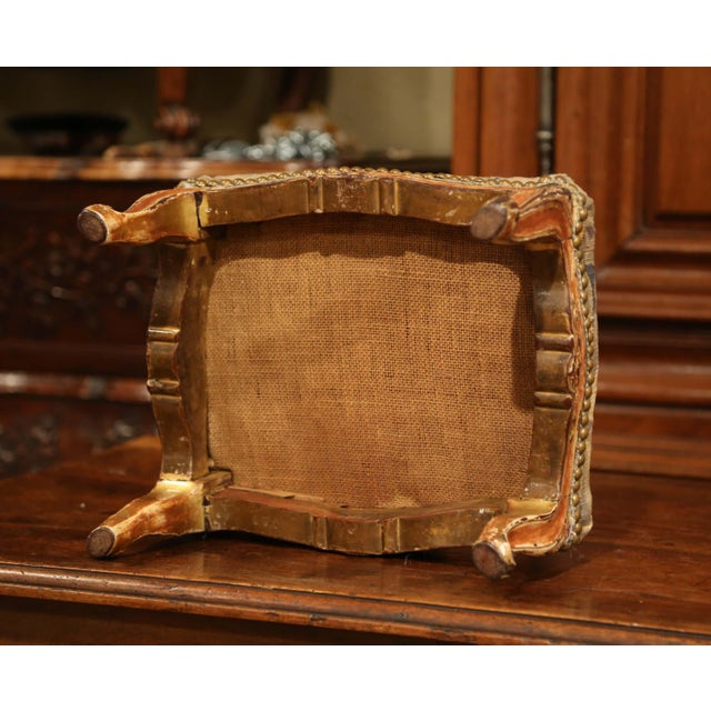 19th Century French Louis XV Carved Gilt Walnut Footstool With Aubusson Tapestry For Sale In Dallas - Image 6 of 9