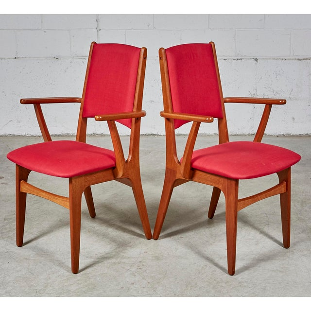 """1970s Danish teak oval dining room table with Canadian teak set of 8 dining room chairs. Inside fold out leaf: 31.5""""W...."""