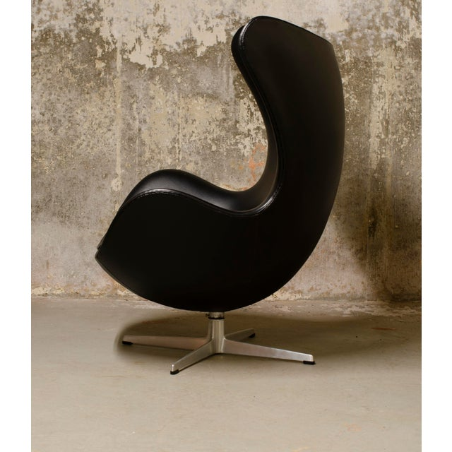 Mid-Century Modern 1960s Vintage Arne Jacobsen Egg Chair and Ottoman For Sale - Image 3 of 8