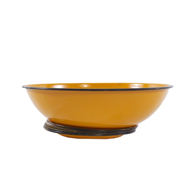 Mid Century Enamelware Plates and Bowl - 6 - Image 3 of 5