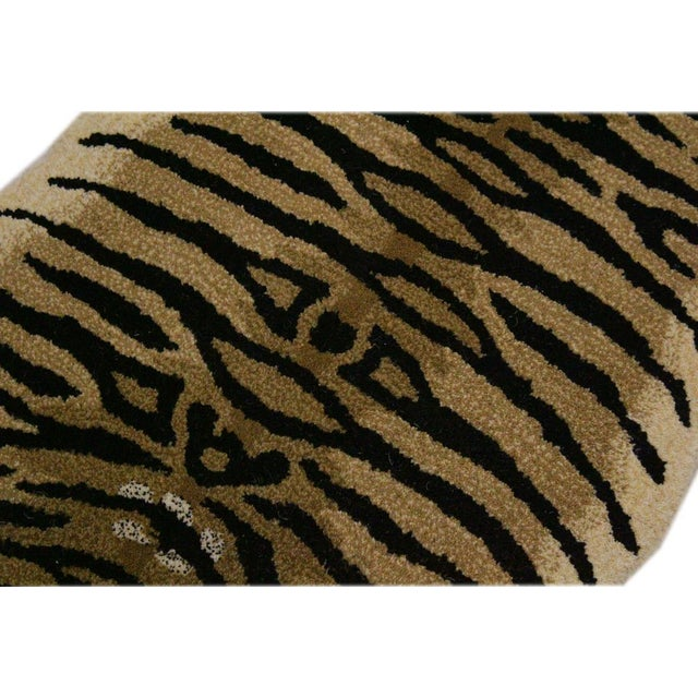 Contemporary Decorate Wild Animal Design Handcuffed Area Rug- 3′ × 5′ For Sale In New York - Image 6 of 9