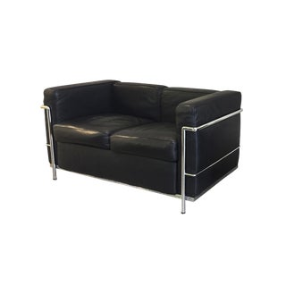 20th Century Le Corbusier Style Black Leather Settee For Sale