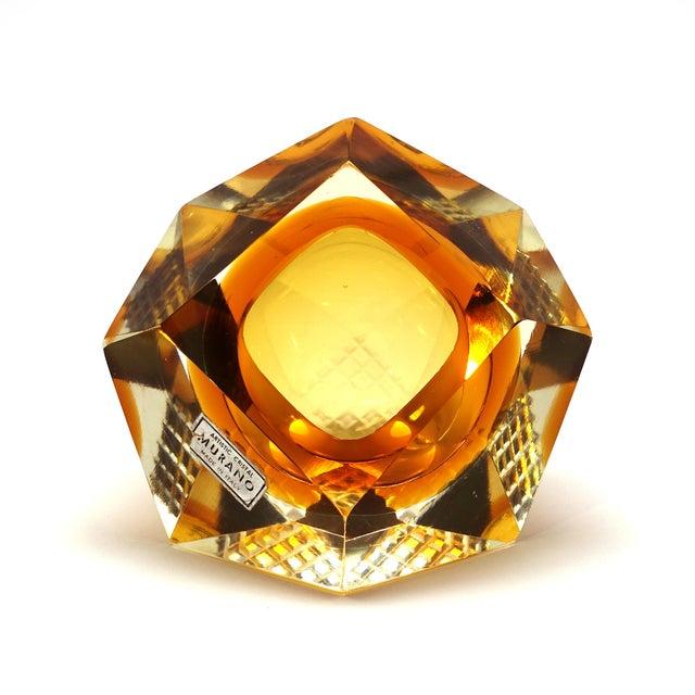 1960s Vintage Mandruzzato Murano Gold Glass Diamond Cut Block Trinket Dish For Sale In New York - Image 6 of 8