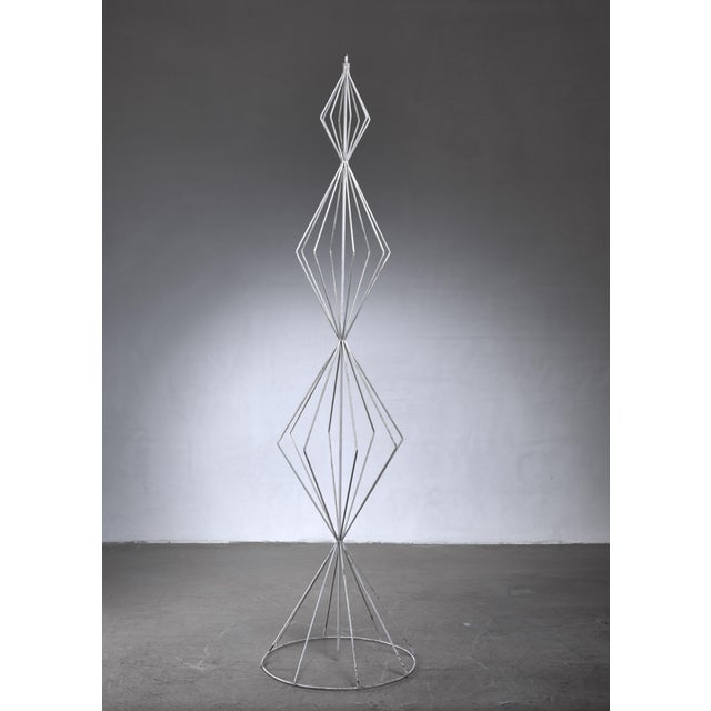 A rare sculptural object made of white lacquered wire metal, by American designer Tony Paul. The object is strongly...