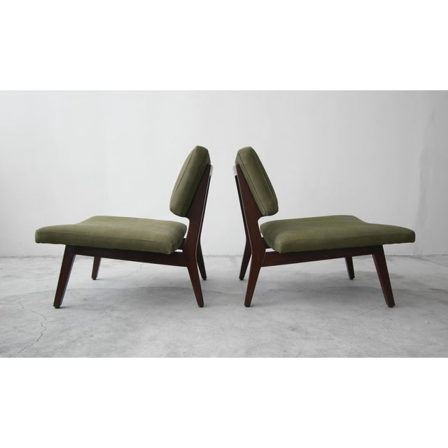Pair of Mid Century Walnut & Leather Slipper Lounge Chairs by Jens Risom For Sale In Las Vegas - Image 6 of 9