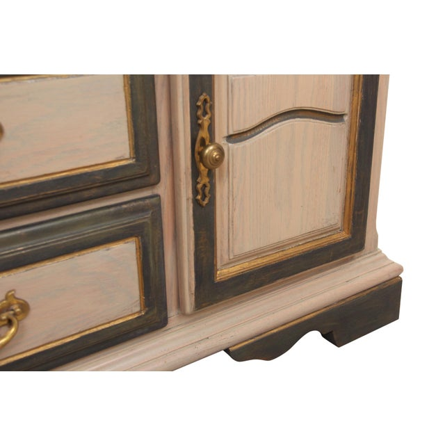 1980s American Drew Chippendale Taupe Credenza With Brushed Gold and Grey Detailing For Sale - Image 5 of 6