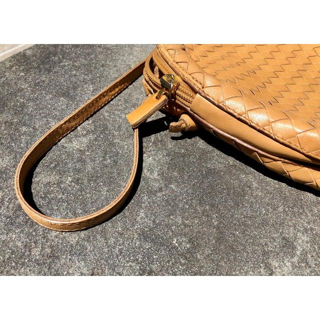 Bottega Veneta Intrecciato Tan Cross Body Bag For Sale In New York - Image 6 of 10