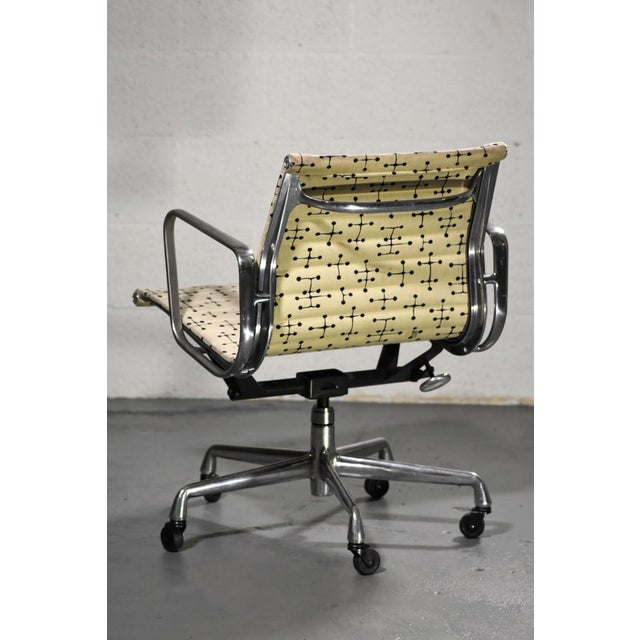 2000 - 2009 Herman Miller Eames Dot Fabric Aluminum Group Management Chair - Set of 10 For Sale - Image 5 of 10