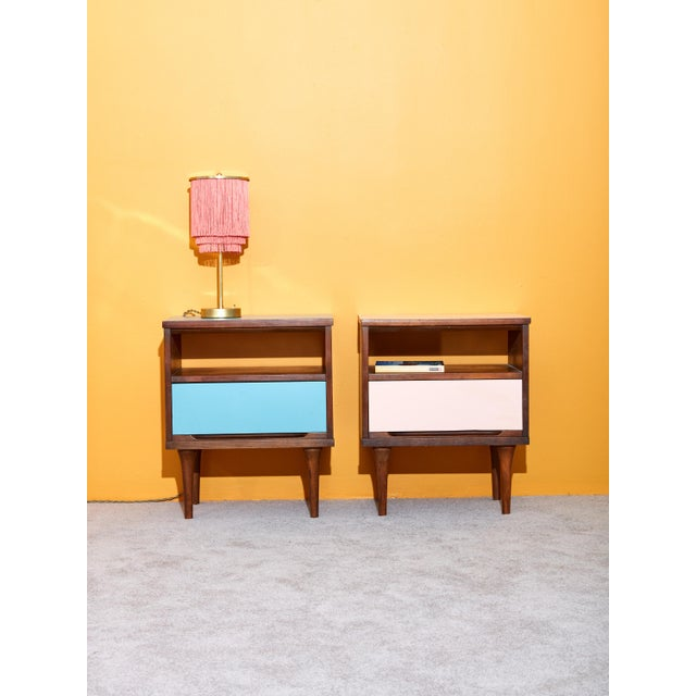 Mid-Century Modern Pair of Pink and Blue Nightstands For Sale - Image 3 of 5