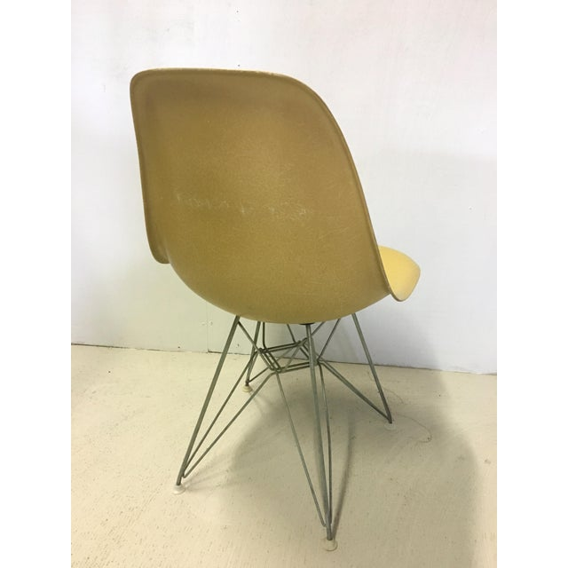 Herman Miller Set of Four Herman Miller Eiffel Base Fiberglass Shell Chairs For Sale - Image 4 of 8