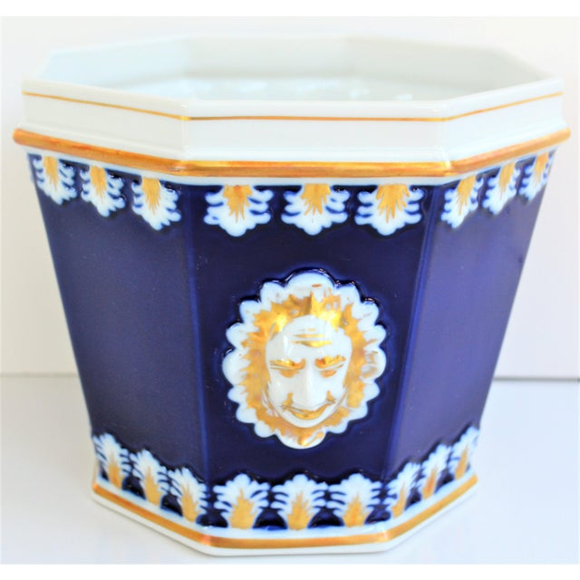 Vintage Mottahedeh Cobalt & White Neoclassical Cachpot For Sale - Image 11 of 12