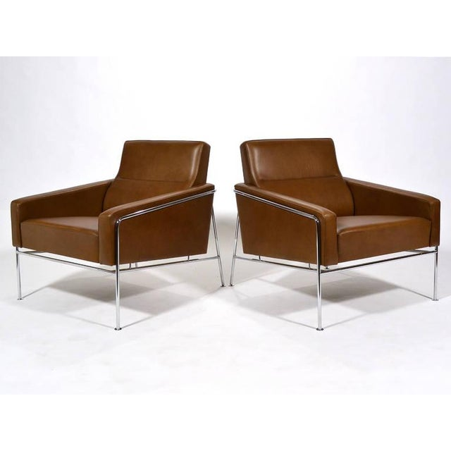 Pair of Arne Jacobsen Series 3300 Lounge Chairs - Image 3 of 11