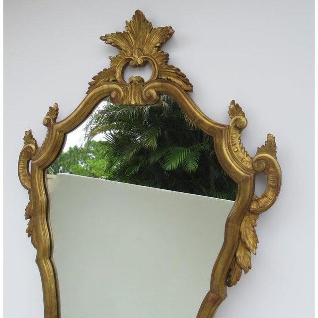 1950s Vintage C.1950's Hollywood Regency Era Italian Venetian Gilt Gold Leaf Carved Mirror For Sale - Image 5 of 13