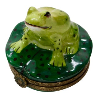 20th Century Cottage Hand Painted Frog on Pod Box For Sale