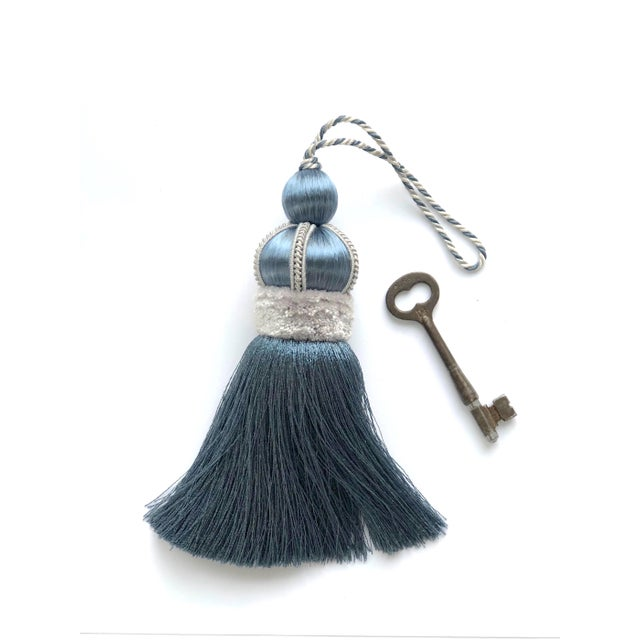 "Traditional Key Tassel With Cut Ruche - 5.75"" For Sale In New York - Image 6 of 10"