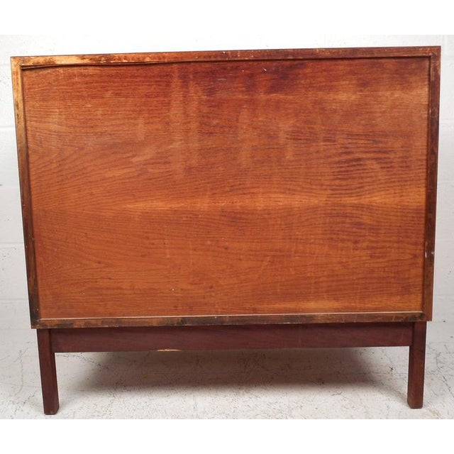Jens Risom Style Mid-Century Chest of Drawers For Sale In New York - Image 6 of 10
