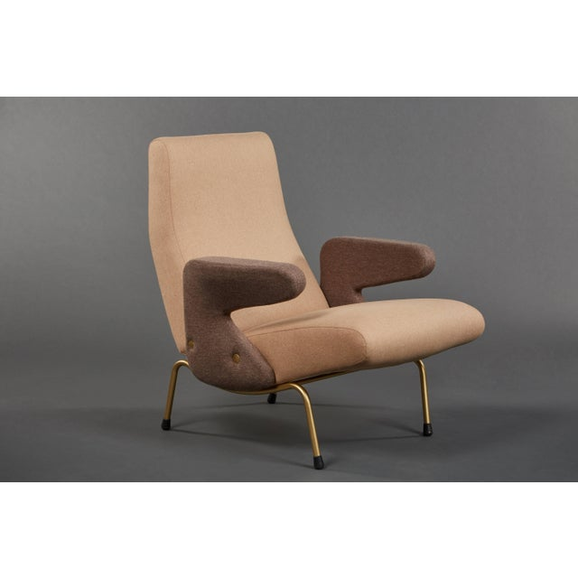"""Mid-Century Modern Pair of """"Delfino"""" Armchairs by Erberto Carboni Manufactured by Arflex For Sale - Image 3 of 10"""