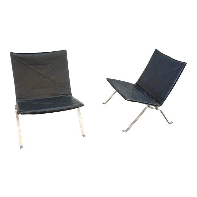 Pk 22 Lounge Chairs by Poul Kjaerholm - a Pair For Sale