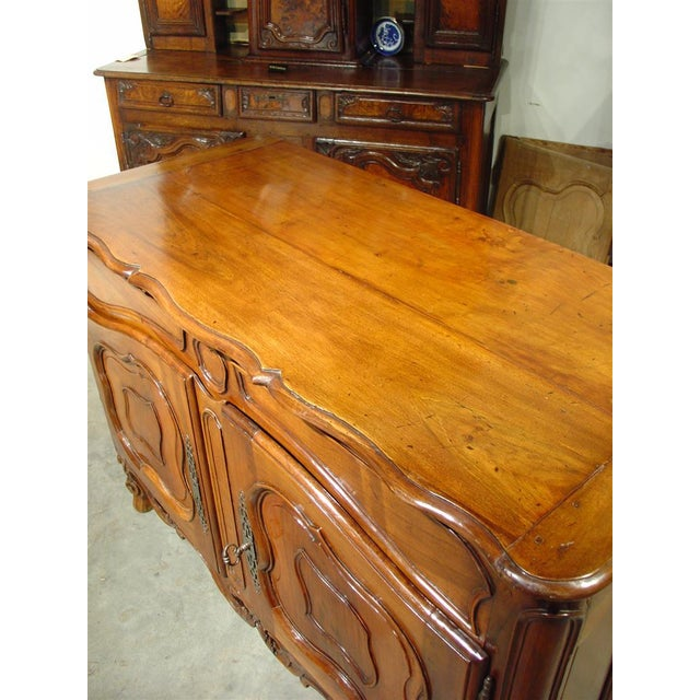 French Exquisite 18th Century Walnut Wood Buffet Nimoise For Sale - Image 3 of 11
