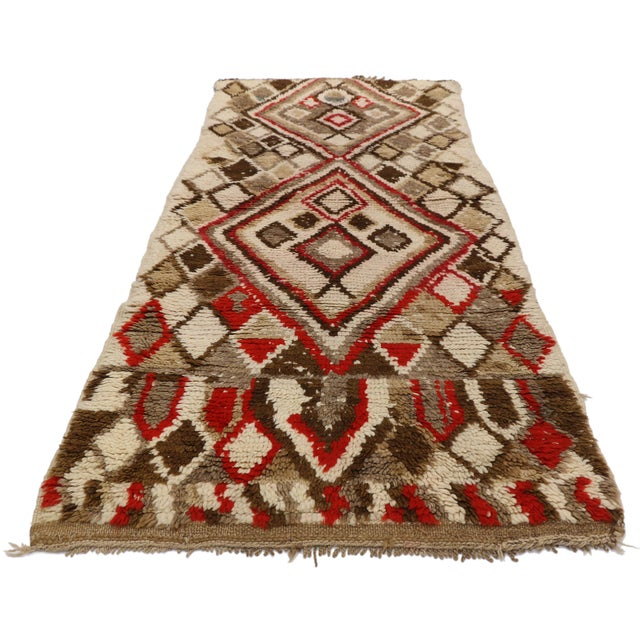 20871, vintage Berber Moroccan Azilal rug with Mid-Century Modern tribal style. This hand knotted wool vintage Moroccan...