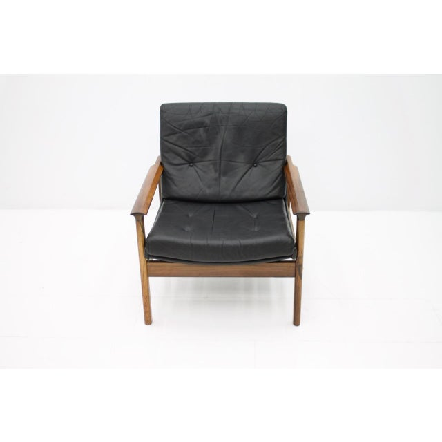 Mid-Century Modern Scandinavian Easy Chair in Rosewood and Black Leather, 1960s For Sale - Image 3 of 6
