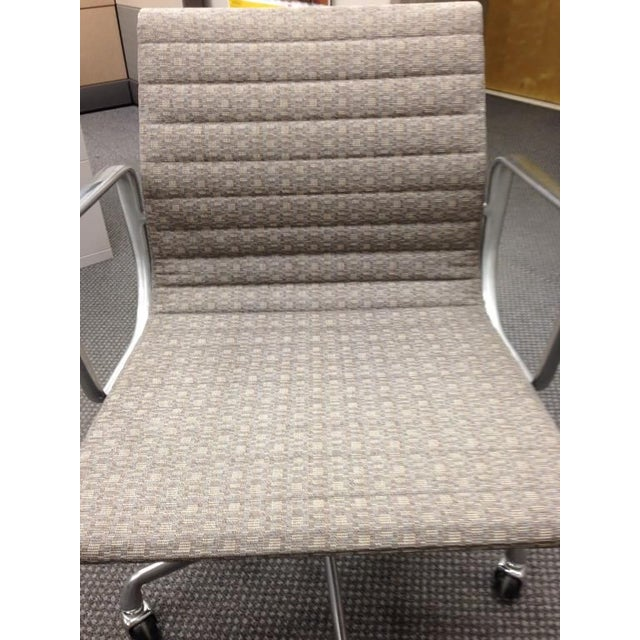 Eames Taupe Aluminum Group Chair - Image 4 of 5