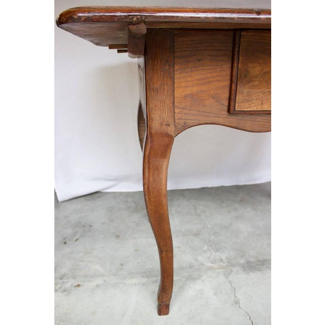 17th Century Antique Louis XV French Chestnut Desk / Side Table For Sale In Charleston - Image 6 of 9