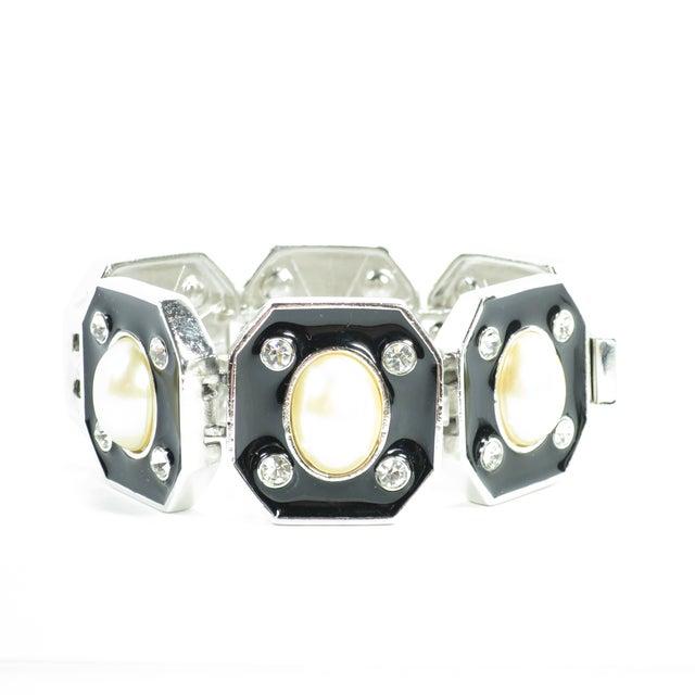 1980s Ysl Yves Saint Laurent Faux Mabe Pearl & Black Enamel Link Bracelet For Sale In Los Angeles - Image 6 of 13