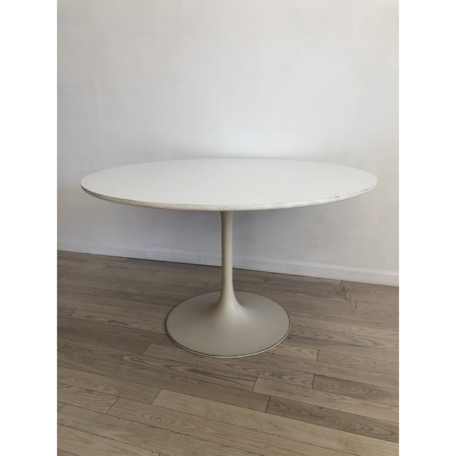 Burke 1960s White Tulip Dining Table - Image 11 of 12