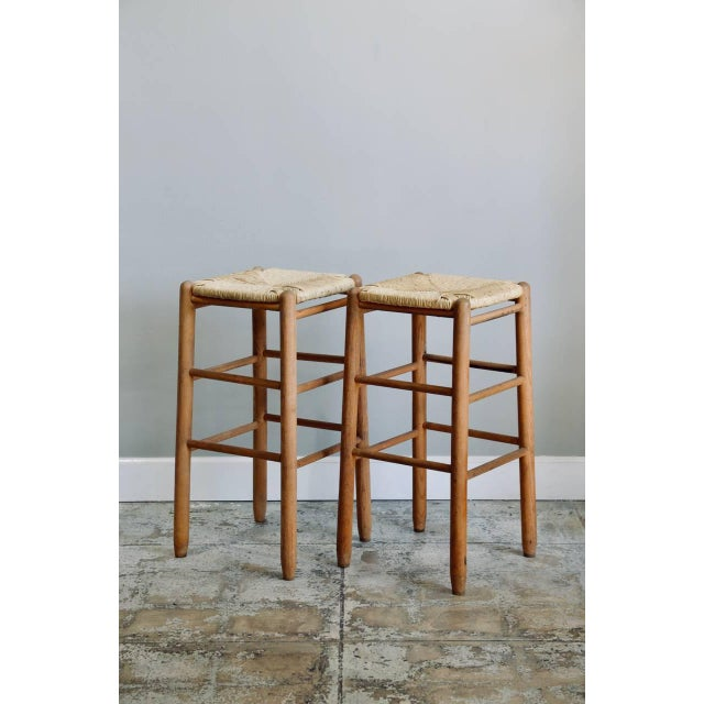 1960s Pair of Rush Bar Stools in the Style of Charlotte Perriand For Sale - Image 5 of 6