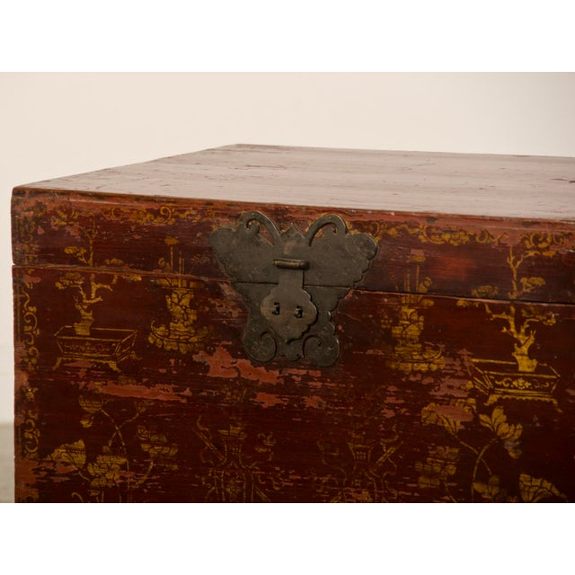 Gold Red Lacquer Antique Chinese Trunk Kuang Hsu Period circa 1875 For Sale - Image 7 of 11