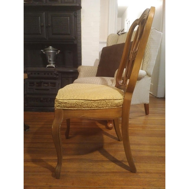 Americana 1960s French Country Gold Maple Side Chair For Sale - Image 3 of 9