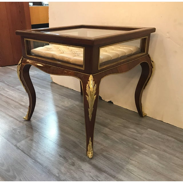 French Louis XV Style Mahogany Ormolu-Mounted Table Vitrine For Sale - Image 3 of 11