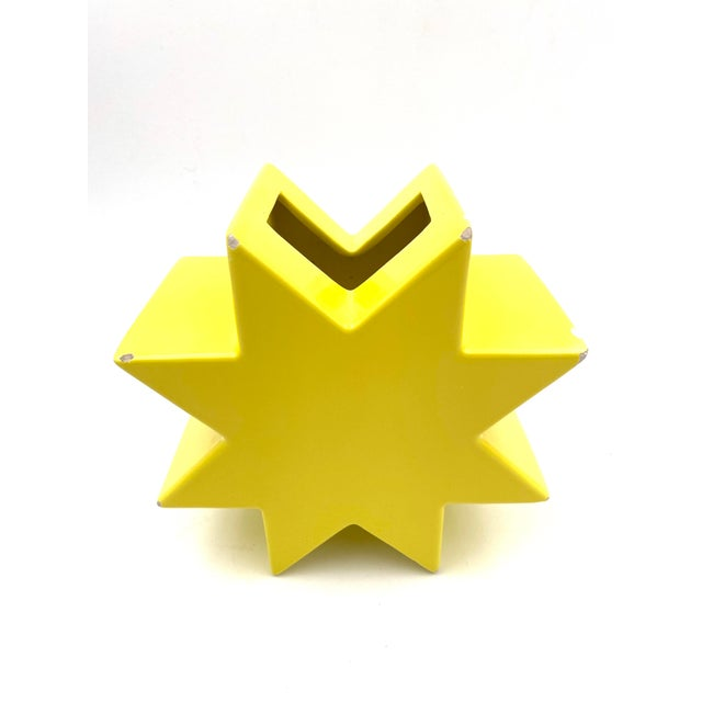 """Yellow 1988 """"Ceramiche Pop"""" Serie Edition """"Anthologie Quartett"""" Alessio Sarri Ceramiche Yellow """"Hsing"""" Vase by Ettore Sottsass For Sale - Image 8 of 13"""